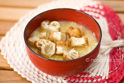 Tau Suan (Split green bean soup)