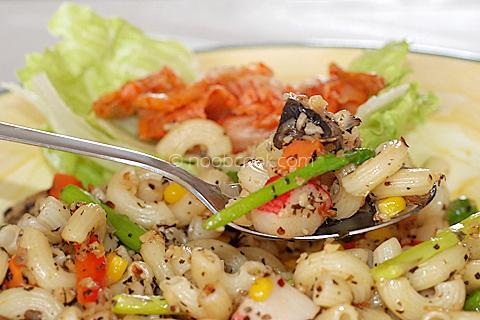 macaroni_lunch_closeup