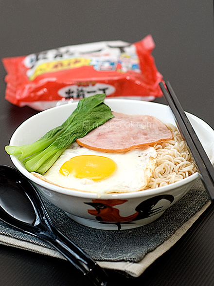 Hong Kong Style Instant Noodles 港式公仔面