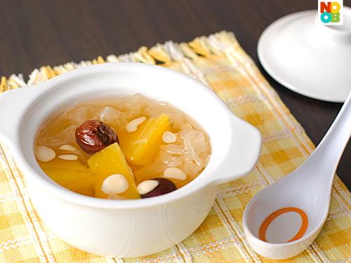 Papaya, Snow Fungus and Almonds Soup Recipe