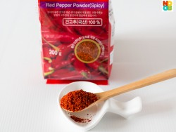 Korean hot chilli pepper powder (gochugaru)