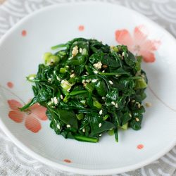 Korean Spinach Salad Recipe (Sigeumchi Namul)