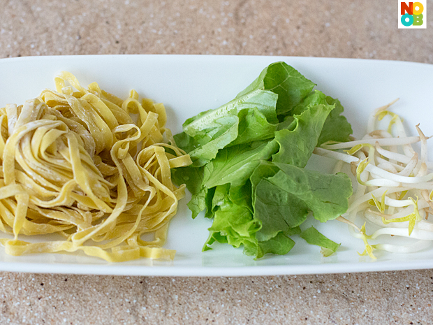 Mee Pok, Lettuce and Beansprouts