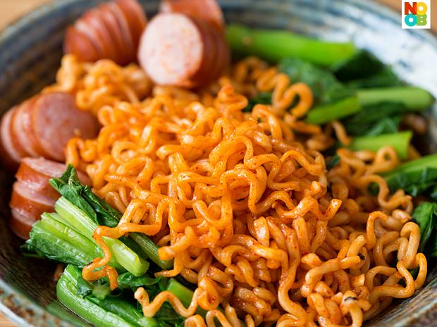 Samyang Spicy Fried Chicken Ramyun - Noob Cook Recipes