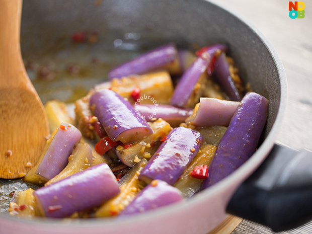 How to retain the purple hue of eggplant after cooking