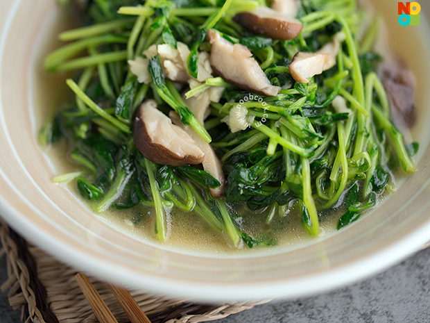 Stir-fry Pea Shoots with Shiitake Mushrooms Recipe