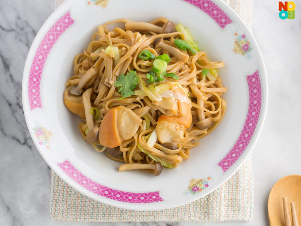 Ee-Fu Noodles with Pacific Clams Recipe