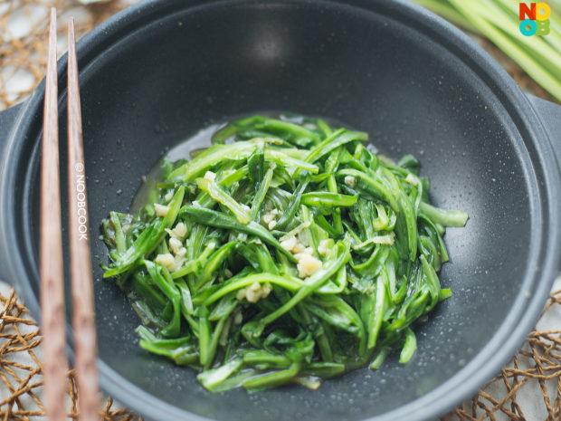 Stir-fry Royale Chives (Qing Long Cai) Recipe
