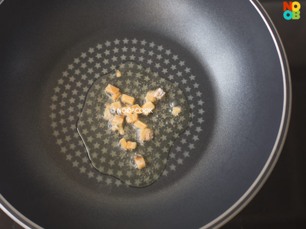 Stir-fry Royale Chives & Beansprouts Recipe (Step 1)