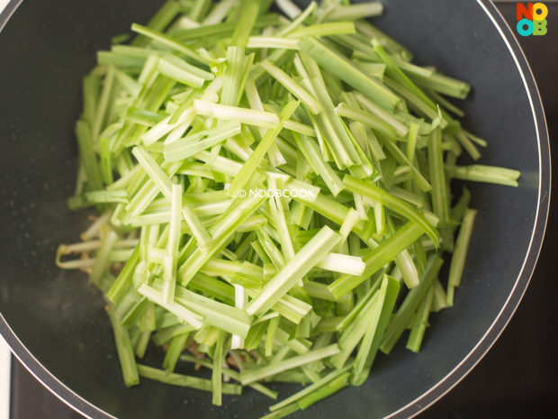Stir-fry Royale Chives & Beansprouts Recipe (Step 4)