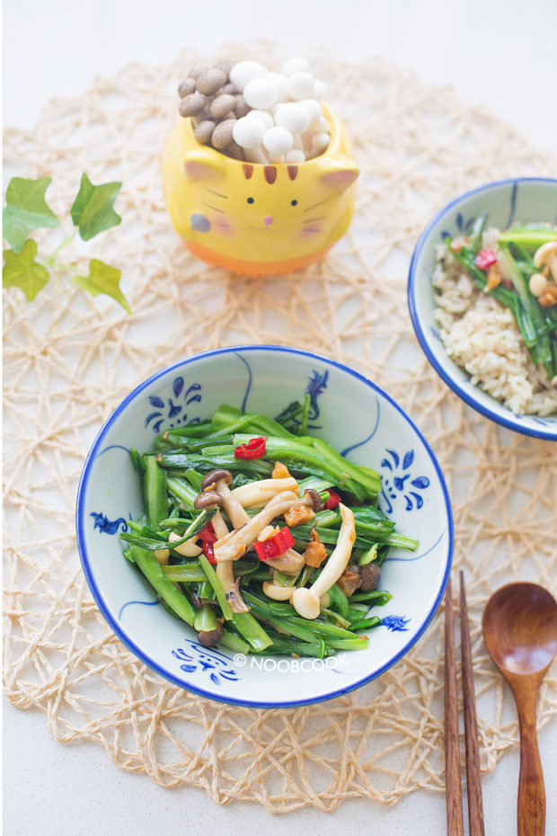 Stir-fry Royale Chives & Hon Shimeji Mushrooms Recipe