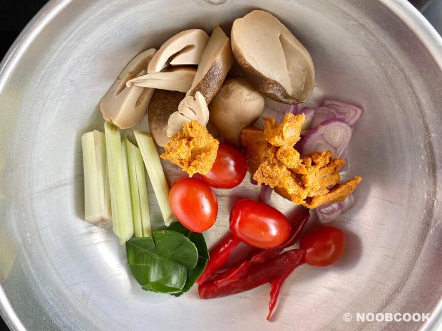 Tom Yum Shrimp Shirataki Noodles (Step-by-Step)