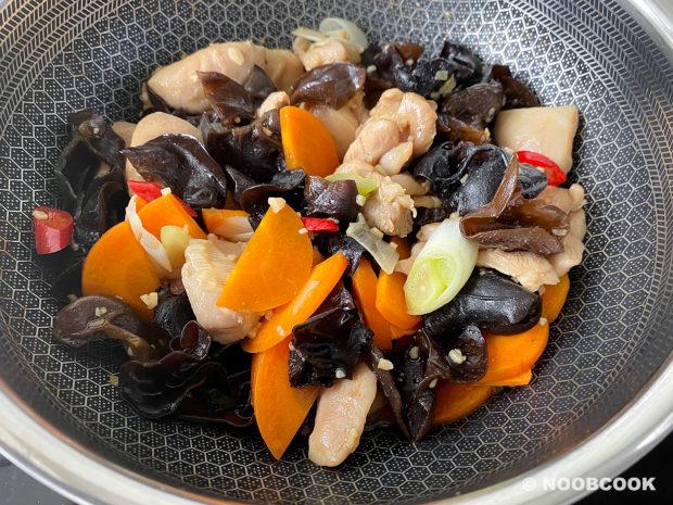 Stir-fry Chicken & Black Fungus (Step-by-Step)
