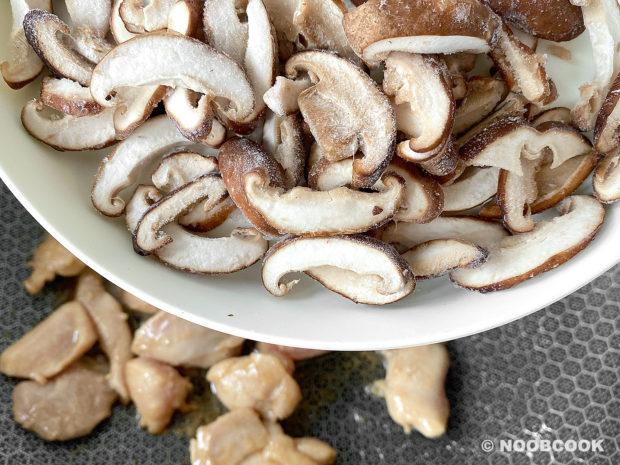 Stir-fry Chicken, Shiitake & Scallion (Step-by-Step)