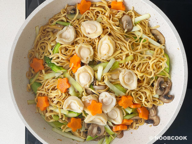 Baby Abalone Ee-Fu Noodles (Step-by-Step)